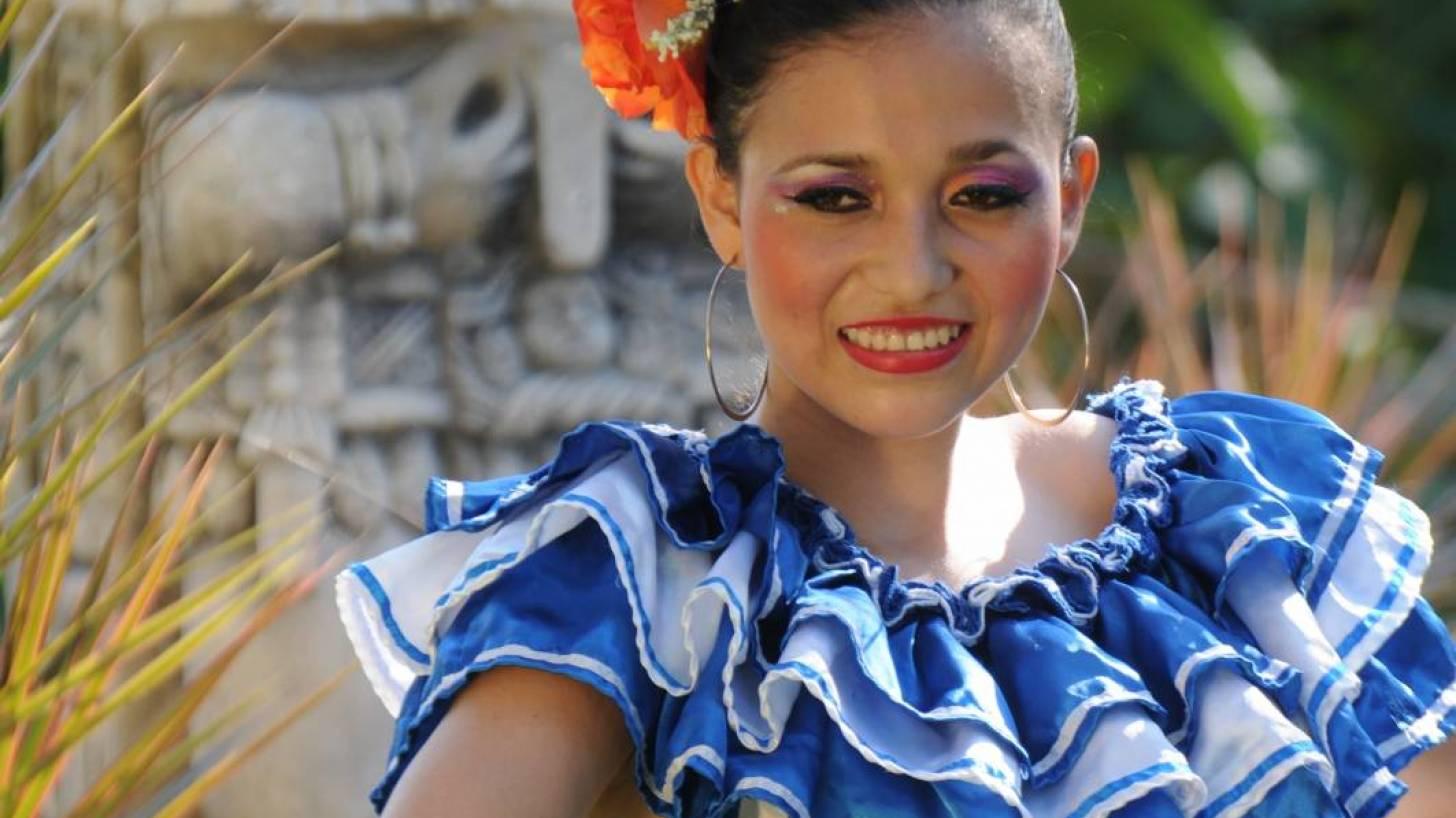 honduran women in traditional garb
