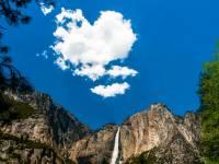 yosemite mountain with beautiful sky and cloud